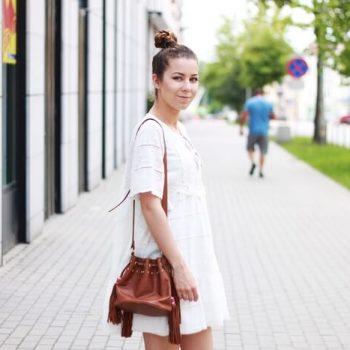 Strój dnia: biała letnia sukienka