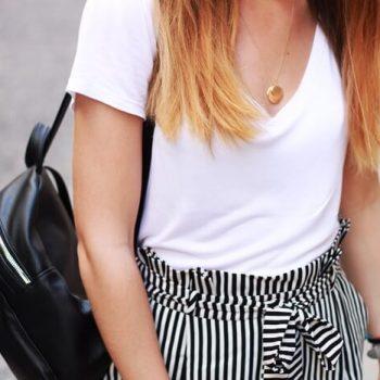 Do czego nosić spodnie w paski? Strój dnia w Mediolanie